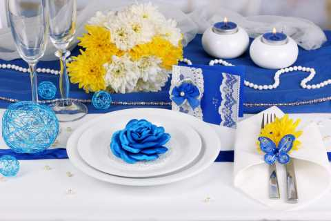 Wedding Table Settings And Decorations In Blue Yellow