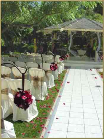 black and red wedding decorations. Outdoor wedding in red and